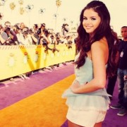 trio, print, selena gomez, paparazzi, barricades, kids choice, 2013, awards