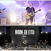 Don Tetto in concert with TRIO backdrop