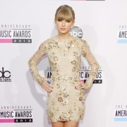 Taylor Swift in front of TRIO printed step and repeat - 40th Annual AMAs